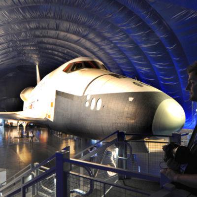 """(國際)(3)美國""""企業""""號航天飛機首次向公眾展出"""
