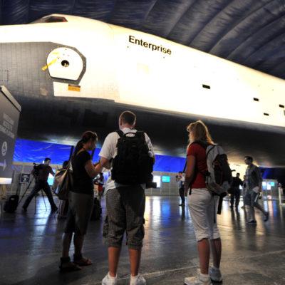 """(國際)(6)美國""""企業""""號航天飛機首次向公眾展出"""