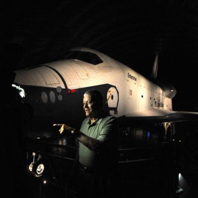 """(國際)(5)美國""""企業""""號航天飛機首次向公眾展出"""
