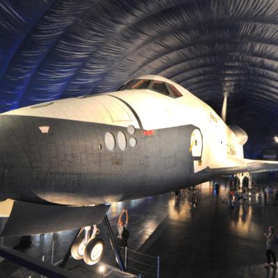 """(國際)(2)美國""""企業""""號航天飛機首次向公眾展出"""