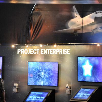 """(國際)(1)美國""""企業""""號航天飛機首次向公眾展出"""