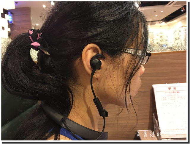 bose qc30 wearing